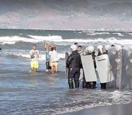 «Hirak» : Des marches pied dans l'eau à Al Hoceima