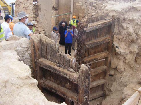 La porte en bois découverte dans la Kasbah d'Agadir Oufella. / Ph. Commune d'Agadir