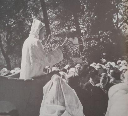 Le sultan Mohammed Ben Youssef le 10 avril 1947 à Tanger. / Ph. «Mémoires du patrimoine marocain» (Sixième volume)