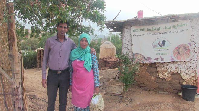 Larbi Chaoubi président de la coopérative de femmes Brachoua de l'agriculture et Mbarka Mahboubi. / Ph. Mounira Lourhzal
