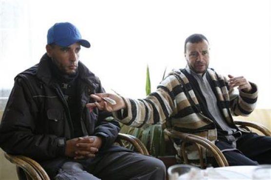 Avec son frère Ridouane, libéré de Guantanamo en 2004.
