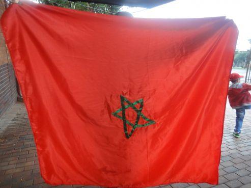 Drapeaux conçus à l'initiative personnelle des supporters marocains, mais qui n'ont pu être utilisés en raison du défaut de l'étoile verte.