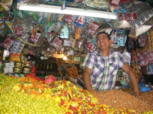 Le prix des olives reste stable: 17dhs le kilo, toutes variétés et saveurs confondues. L'affluence dans les souks reste cependant moyenne en journée à cause de la chaleur, ce n'est qu'après 15h que les clients commencent à débarquer.