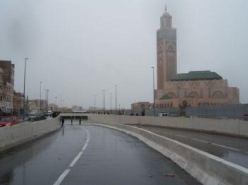 Mais cette image reste inhabituelle. Normalement, la mosquée n'est bordée d'eau que de l'autre côté...