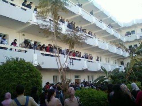 C'est du deuxième étage que les deux étudiants sont tombés.