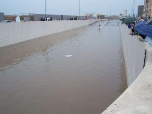 Mais caves et passages piétons n'étaient pas les seuls à se remplir. Le tunnel en dessous du parvis de la mosquée Hassan II (boulevard Sidi Mohamed Ben Abdellah) ne laissera plus passer de voitures pendant un certain temps.