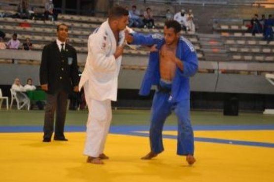 Les judokas se sont affrontés en 7 catégories, ici Hamza Belgaid pour Mouloudia en - 66 kg