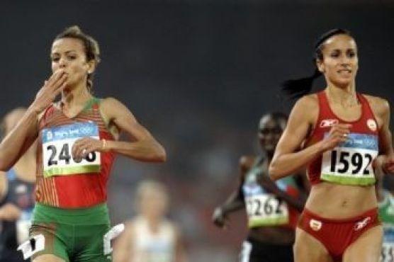 Chez les dames aussi, la quatrième place revient aux athlètes. La détentrice s'appelle Ibtissam Lakhouad (à gauche sur la photo).