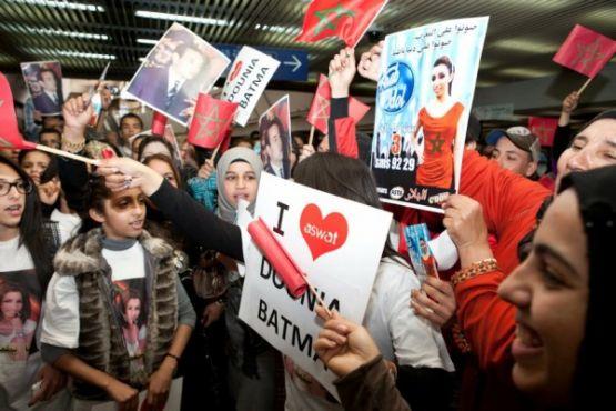 الدار البيضاء تستقبل دنيا باطمة استقبال الأبطال (صور + فيديو)