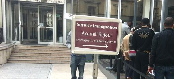 Carte De Résident Permanent En France Les Marocains Se