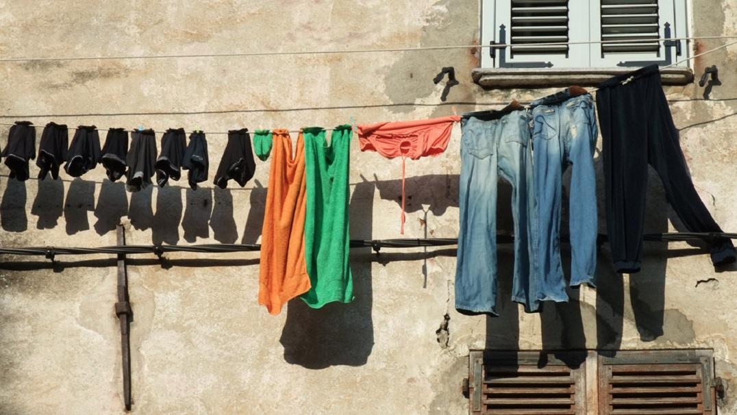 La ville de casablanca veut mettre de l 39 ordre aux fen tres for Mettre des barreaux aux fenetres