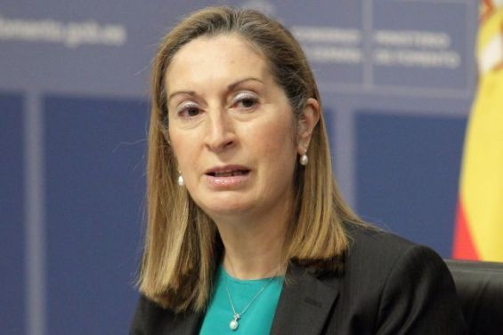 La pr sidente de la chambre basse du parlement espagnol for Chambre basse parlement