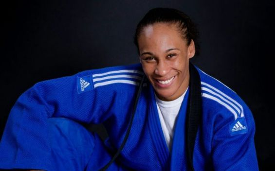 Le Maroc décroche une médaille d'or avec Asmaa Niang — Judo