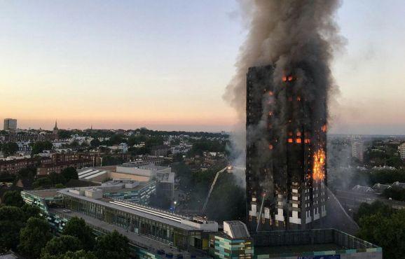 Sept Marocains ont perdu la vie dans l'incendie de la Grenfell Tower à Londres, selon le MAECI. / Ph. Natalie Oxford – AFP