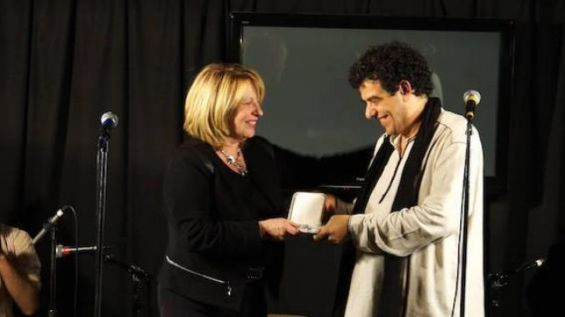 Mohamed Lotfi during the 25th anniversary of his program Sovereigns Anonymous, received the medal of the National Assembly from Christine St-Pierre, subsequently Minister of Culture / Dr.