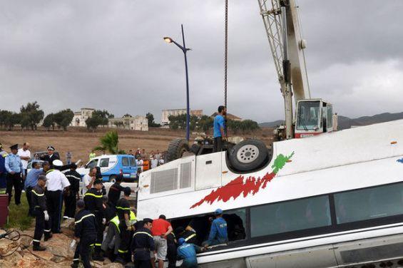 SM le Roi prend en charge les frais d'inhumation des victimes et les soins des blessés — Drame d'Ait Ishaq