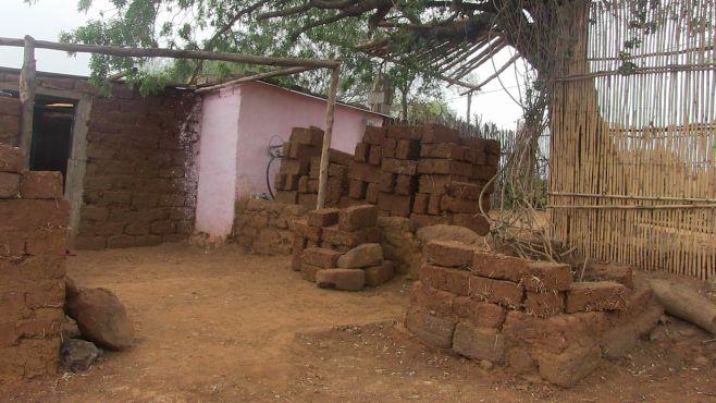 Une construction en terre. / Ph. Mounira Lourhzal