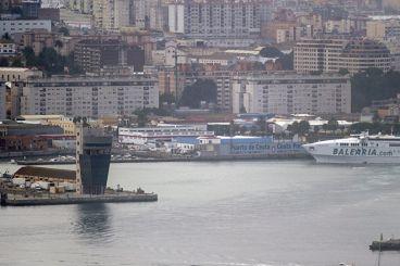 Espagne : Un navire marchand sauve un Marocain qui a traversé le détroit sur une planche de surf