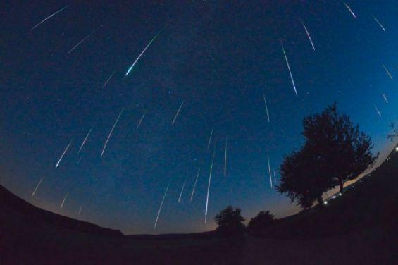 Les Perséides Ou Le Spectacle Des étoiles Filantes