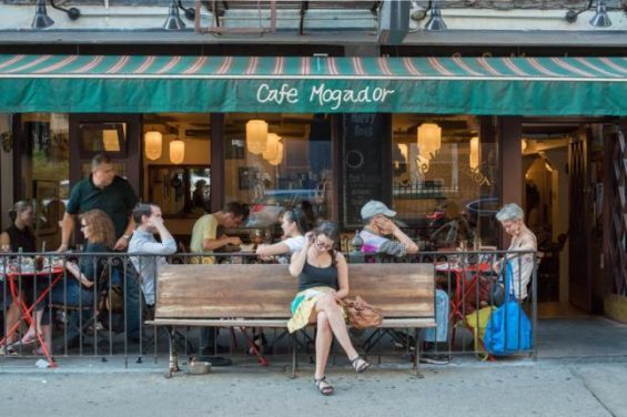 Etats unis le caf mogador un second foyer loin de for Job depuis chez soi