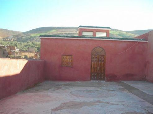 L'entrée rénovée vers la tombe de Rabbi David Halevy, située dans le village de Draa, à 15 kilomètres de Demnate. / Ph. Rabbidraahalevy.fr