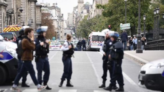 Préfecture de Paris: préméditation et radicalisation, la piste terroriste privilégiée