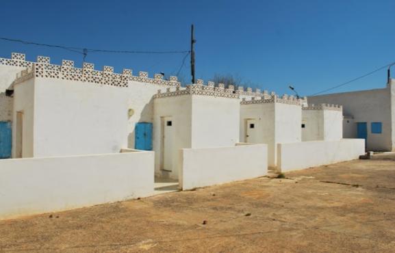 Des habitations construites près de la tombe du Rabbi Abraham Awriwer alias Mwalin Dad. / Ph. DR