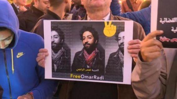 Les images du sit-in devant le Parlement — Arrestation d'Omar Radi