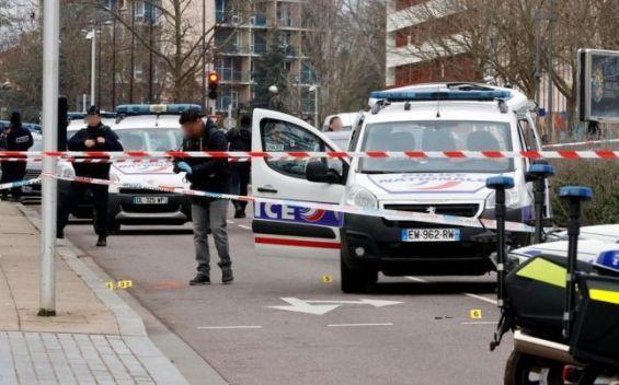 France Mise En Examen De L Homme Radicalise Blesse Par La Police