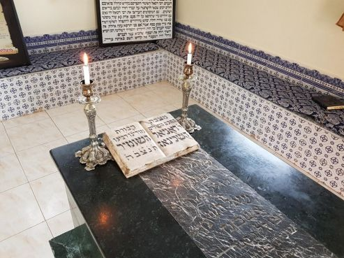 La tombe de Rabbi Daniel Hashomer, dans le village de Tougana. / Ph. Rabbimap