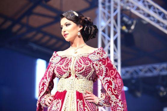 Une quarantaine d'exposants dévoilent des robes traditionnelles marocaines hier à Amsterdam. / Ph. Koen Dhollander