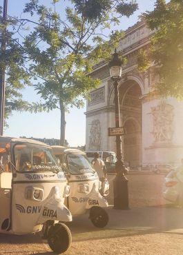 L'arrivée à Paris - Arc de Triomphe. /The Moroccan Nomad