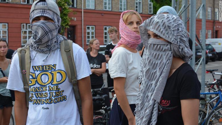 Danemark manifestation contre la loi interdisant le port du voile int gral - Loi interdisant le port du voile ...