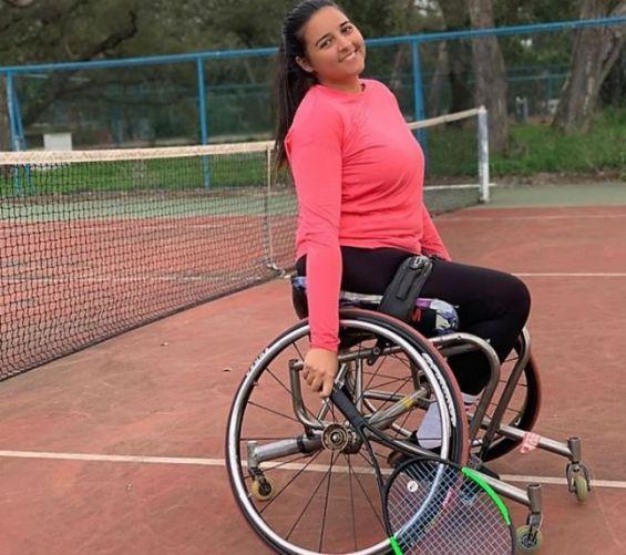Najwa Awan, championne nationale de tennis sur fauteuil roulant