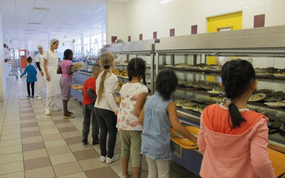Cantines Scolaires   Les Enfants Qui Mangent Uniquement