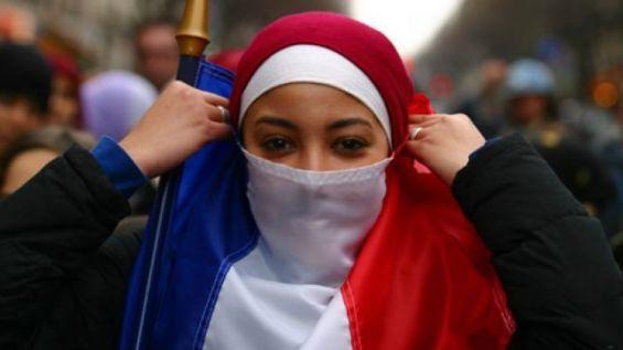 Immigration, islam... La société française se raidit, selon un sondage