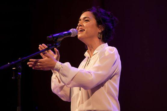 Neta Elkayem chante en darija et offre à son public des chansons inspirées du Maroc et de la culture judéo-marocaine. / Ph. Facebook