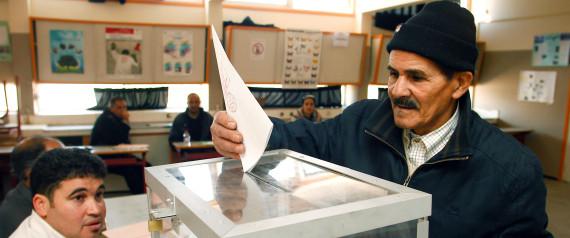 L gislatives bourrage d une urne dans un bureau de vote - Organisation bureau de vote ...