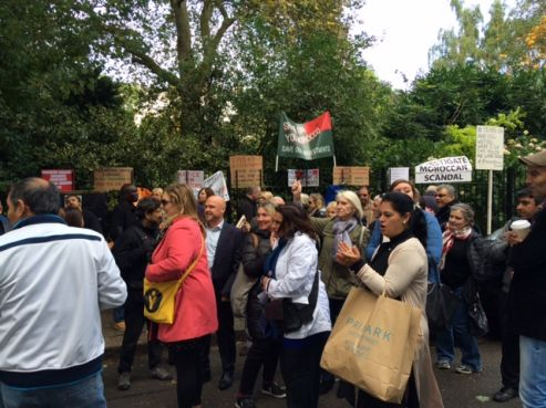 Une manifestation a été organisée devant l'ambassade du Maroc à Londres lundi 10 octobre pour dénoncer le silence des autorités et les reports des audiences. / DR