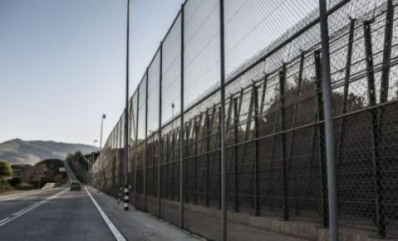 Hundreds of migrants storm Spanish-Morocco border fence