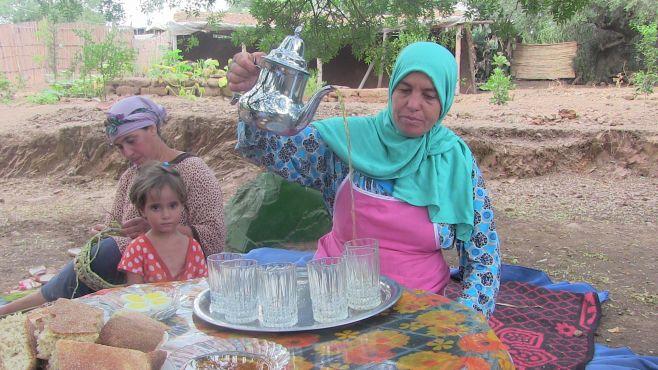 Un délicieux goûter à Brachoua composé des produits locaux. / Ph Mounira Lourhzal
