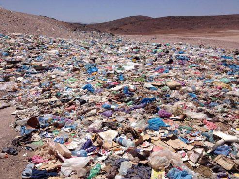 Un désert de plastique à Ouarzazate / Ph. Mohamad Ahansal