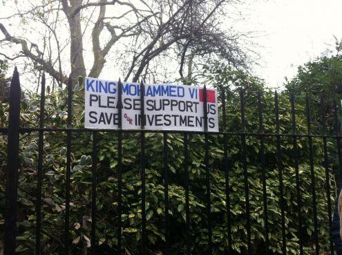 Affaire Paradise Beach : Les clients demandent l'intervention du roi devant l'Ambassade du Maroc à Londres