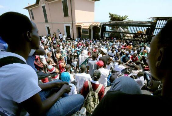 La police française sous le feu des critiques — Italie