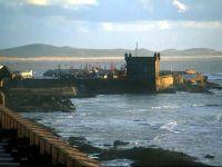 Vue sur la Sqala et son port de pêche alt=