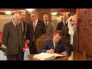 الوزير الأول الروسي يزور ضريح محمد الخامس بالرباط
