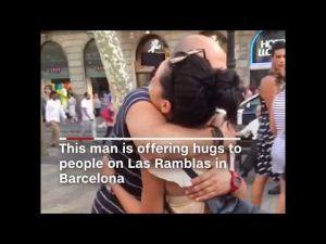 Barcelone : Après les attentats, un musulman offre des câlins pour relâcher les tensions