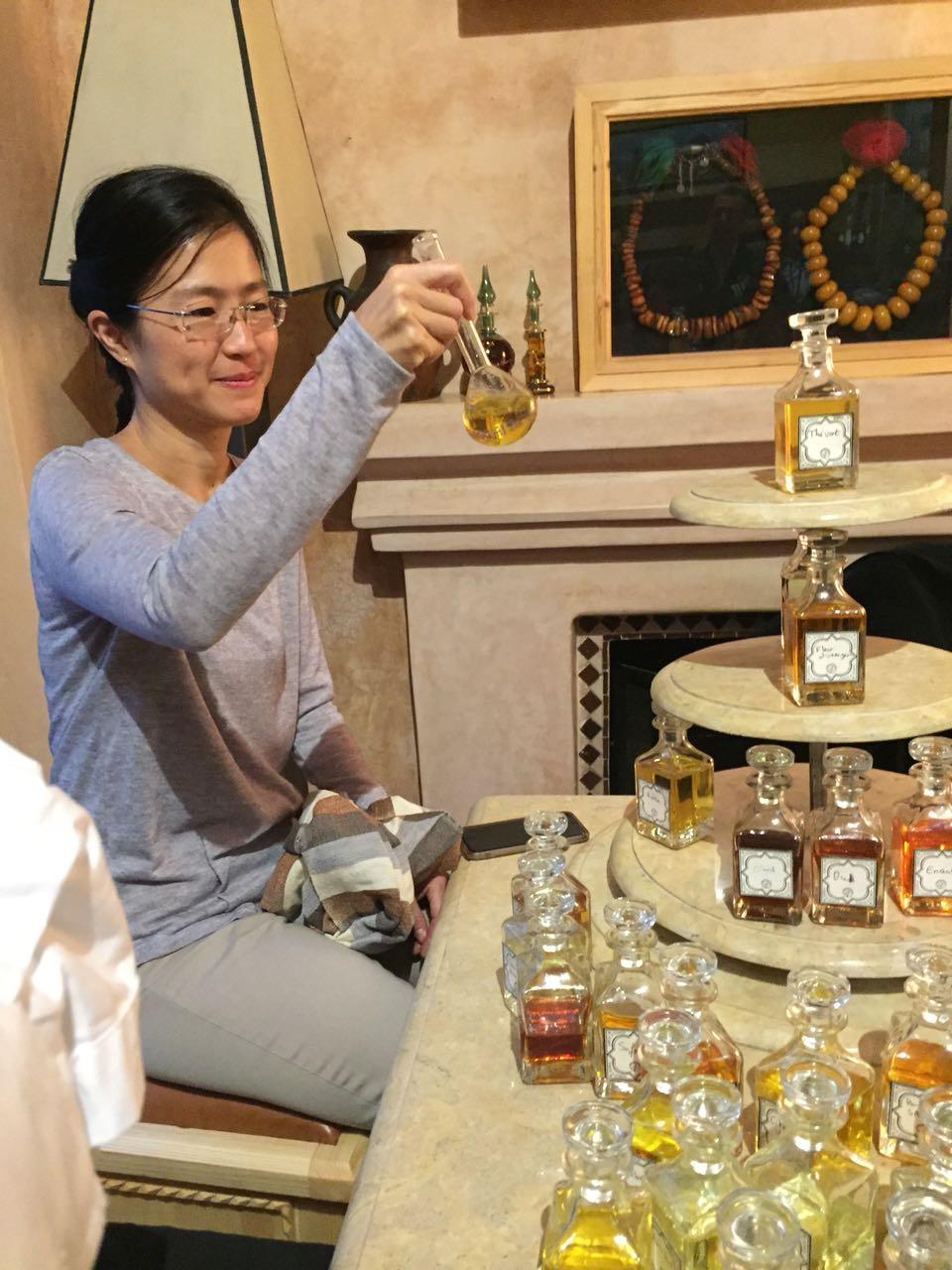 Création de parfums sur mesure. / Ph. Abderrazzak Benchaâbane