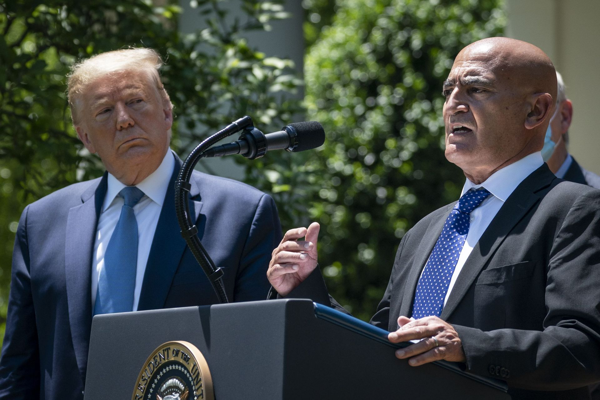 President Donald Trump and Moncef Slaoui. / Ph. Drew Angerer -AFP