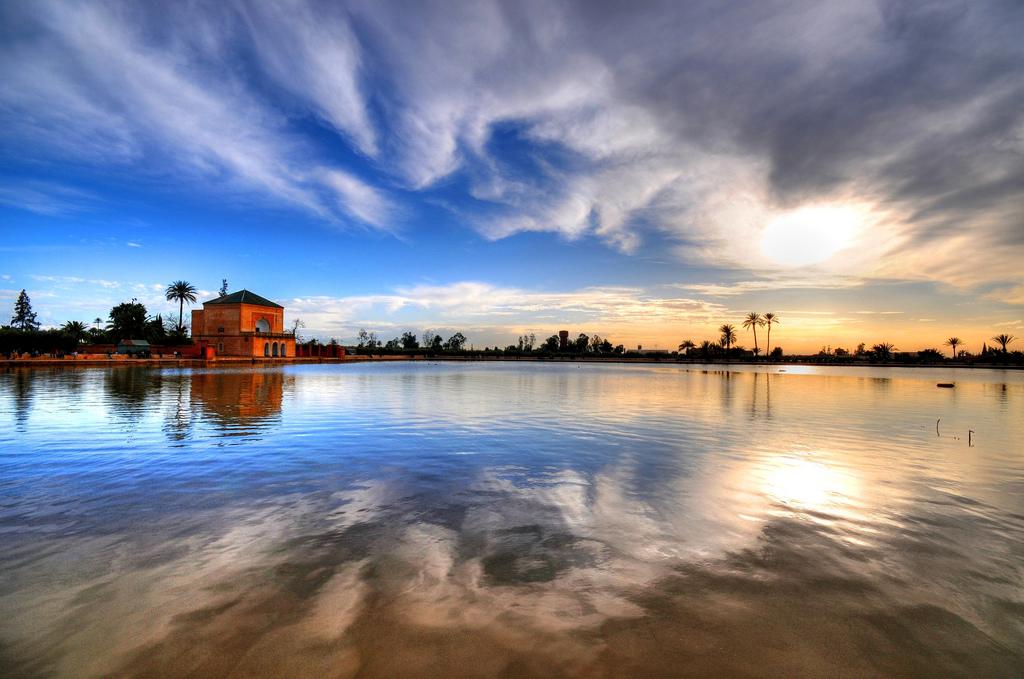 Lors du coucher de soleil, la Ménara se pare des plus belles couleurs. / Ph. Flickr